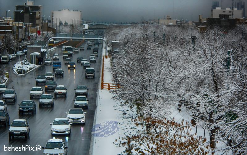 پل بلوار نمایشگاه در یک روز برفی