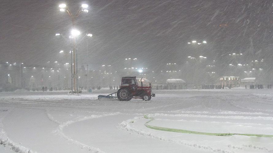 عکسی زیبا از بارش شدید برف در حرم امام رضا