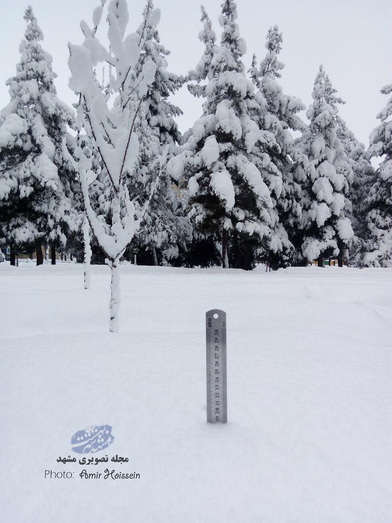 اندازه گیری ارتفاع برف در جاهدشهر