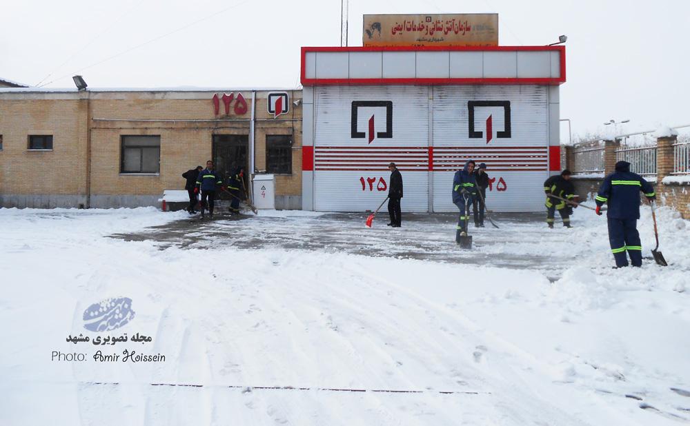 ایستگاه اتش نشانی 17 جاهد شهر در یک روز برفی