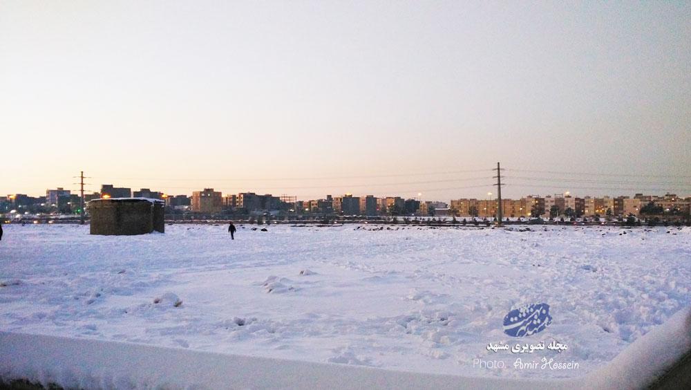 تیوپ سواری بچه های دانشگاه جلوی دانشگاه روی برف